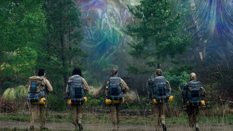 Science team walking into the Shimmer, Annihilation movie backdrop